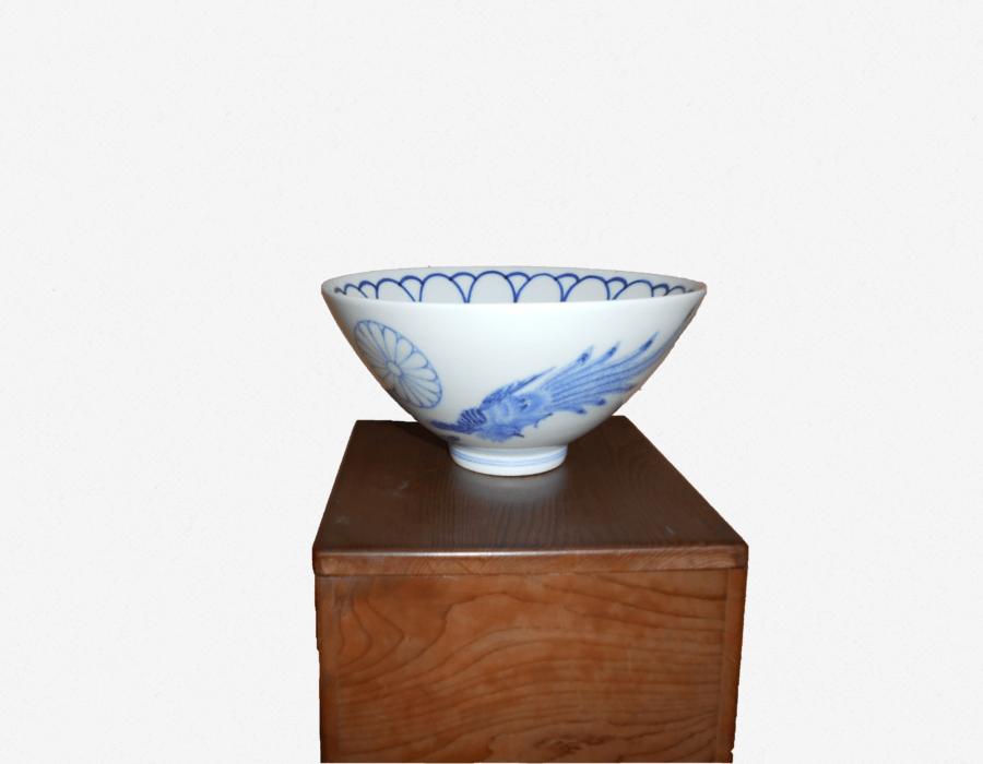 染付鉢(菊御紋の鉢)