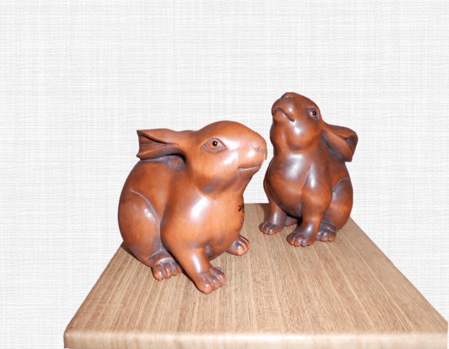 木彫りの兎・夫婦置物